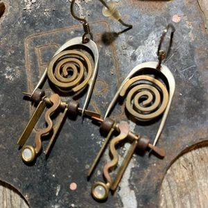 🌻Mixed Metals Earrings John & Linda Whitney.